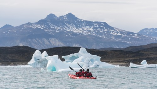 Afbeelding van Kayaking In Saqqaq Greenland HGR 18909 500  Photo Karsten Bidstrup