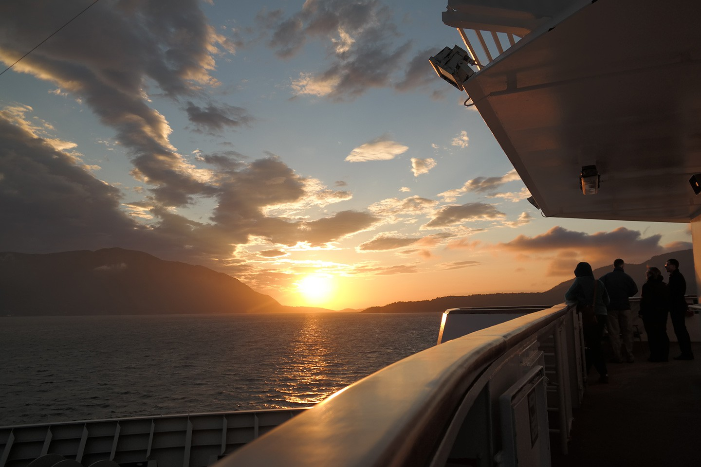 Afbeelding van Hurtigruten Arctische Zomer Expeditie Sunset Norway HGR Photo Competition