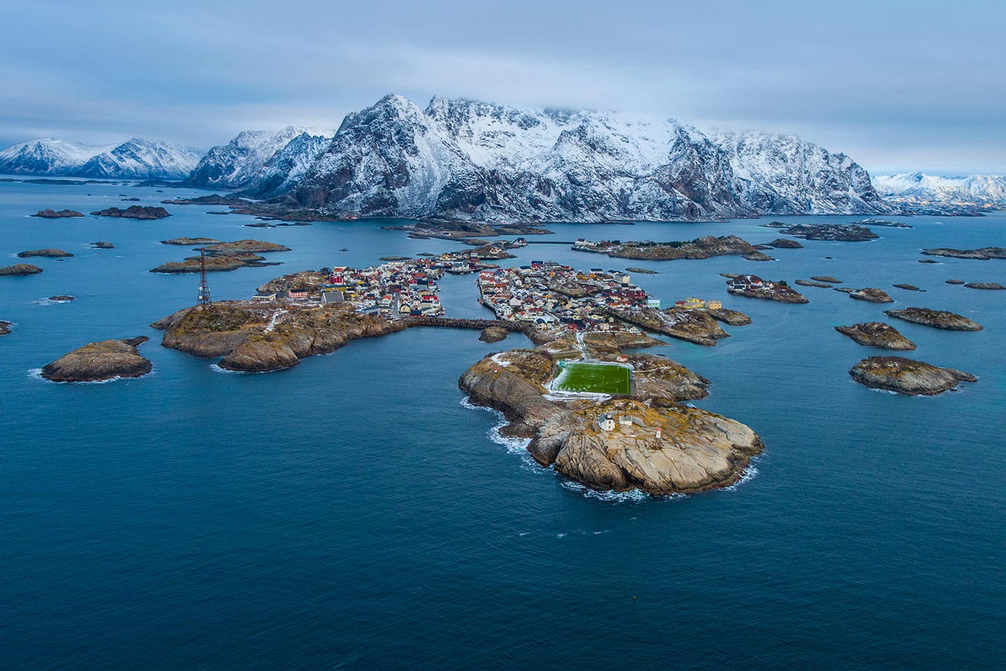Afbeelding van Odin Lofoten Iconic Norway Berge Knoff Natural Light VisitNorway