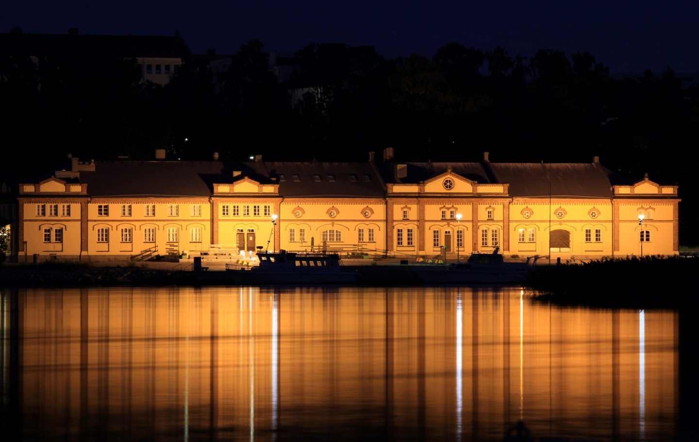 Afbeelding van Vaasa Kuntis Museum By Night Painovaaka A B Pada 7262 Large 1385022747