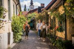 Countryside Hotels Zweden Bifrost Tina Axelsson Walking In Visby