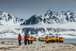 Expeditiereis-Spitsbergen-10-dagen-per- Ultramarine-Quark-Expeditions-hike-DavidMerron.jpg